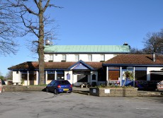 Exterior of the White Knight pub, Pound Hill, Crawley